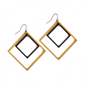 ME06 INTRICATE SQUARES EARRING