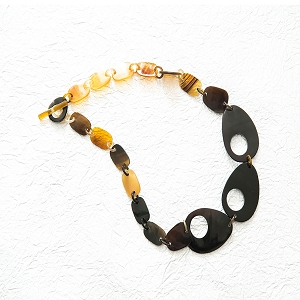 Q13004 OVAL WITH SQUARES WATER BUFFALO HORN NECKLACE