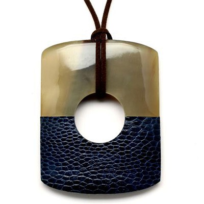 Q12522 NAVY WATER BUFFALO HORN AND LEATHER PENDANT